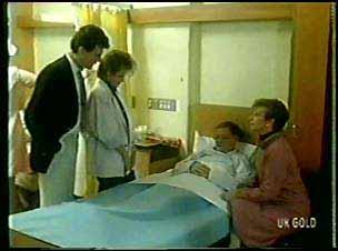 Des Clarke, Daphne Clarke, George Young, Eileen Clarke in Neighbours Episode 0139