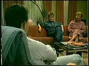 Des Clarke, Daphne Clarke, Eileen Clarke in Neighbours Episode 0139