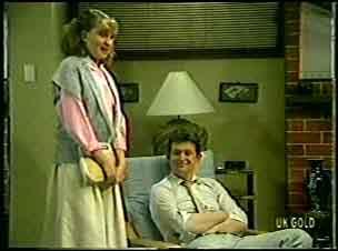 Julie Robinson, Des Clarke in Neighbours Episode 0139