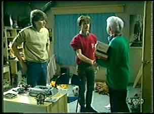 Scott Robinson, Danny Ramsay, Bess Robinson in Neighbours Episode 0140