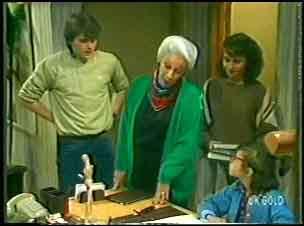 Scott Robinson, Bess Robinson, Julie Robinson, Lucy Robinson in Neighbours Episode 0141