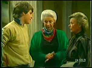 Scott Robinson, Bess Robinson, Helen Daniels in Neighbours Episode 0141