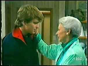 Scott Robinson, Bess Robinson in Neighbours Episode 0141