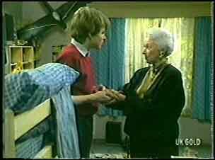Scott Robinson, Bess Robinson in Neighbours Episode 0142
