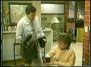 Des Clarke, Daphne Lawrence in Neighbours Episode 0143