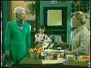 Bess Robinson, Lucy Robinson, Helen Daniels in Neighbours Episode 0143