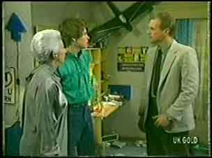 Bess Robinson, Scott Robinson, Jim Robinson in Neighbours Episode 0143