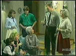 Lucy Robinson, Terry Inglis, Julie Robinson, Scott Robinson, Bess Robinson, Jim Robinson, Helen Daniels in Neighbours Episode 0143