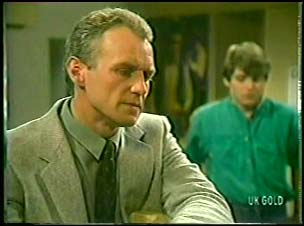 Jim Robinson, Scott Robinson in Neighbours Episode 0143
