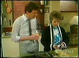 Des Clarke, Daphne Clarke in Neighbours Episode 0145