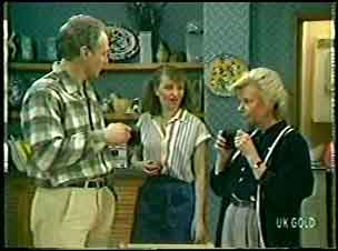 Jim Robinson, Julie Robinson, Helen Daniels in Neighbours Episode 0145