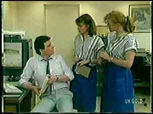 Des Clarke, Julie Robinson, Sarah Richards in Neighbours Episode 0145