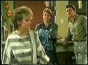 Daphne Clarke, Shane Ramsay, Des Clarke in Neighbours Episode 0145