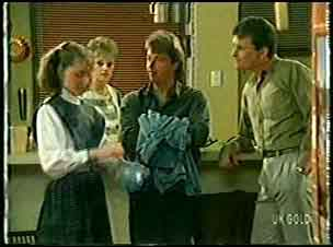 Julie Robinson, Daphne Lawrence, Shane Ramsay, Des Clarke in Neighbours Episode 0145