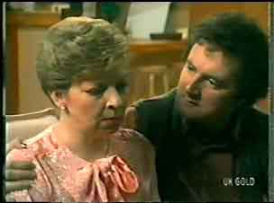 Eileen Clarke, Max Ramsay in Neighbours Episode 0146