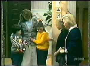 Michael Martin, Julie Robinson, Debbie Martin, Terry Inglis, Helen Daniels in Neighbours Episode 0147