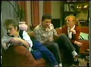 Daphne Clarke, Des Clarke, Sarah Richards in Neighbours Episode 0147
