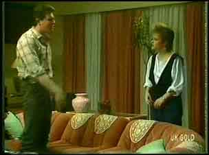 Des Clarke, Daphne Clarke in Neighbours Episode 0148