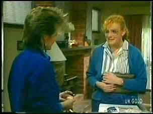 Daphne Clarke, Sarah Richards in Neighbours Episode 0148