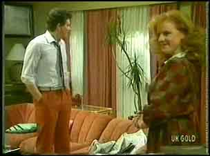 Des Clarke, Sarah Richards in Neighbours Episode 0148