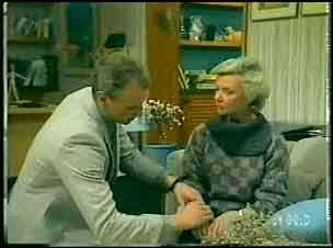 Jim Robinson, Helen Daniels in Neighbours Episode 0150