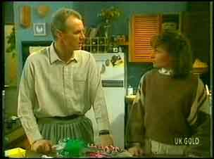Jim Robinson, Julie Robinson in Neighbours Episode 0152