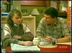Julie Robinson, Des Clarke in Neighbours Episode 0152