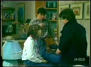 Lucy Robinson, Danny Ramsay, Scott Robinson in Neighbours Episode 0152