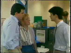 Des Clarke, Sarah Richards, Alex Baxter in Neighbours Episode 0154