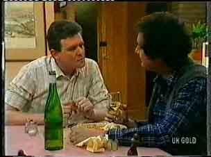 Des Clarke, Max Ramsay in Neighbours Episode 0156