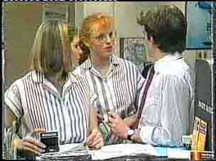 Fiona, Sarah Richards, Danny Ramsay in Neighbours Episode 0157