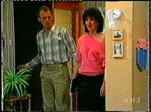 Jim Robinson, Eva Thomas in Neighbours Episode 0160