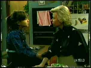 Lucy Robinson, Helen Daniels in Neighbours Episode 0162