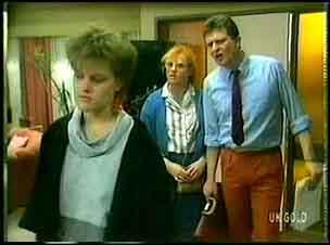 Daphne Lawrence, Sarah Richards, Des Clarke in Neighbours Episode 0164