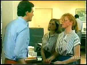 Des Clarke, Fiona, Sarah Richards in Neighbours Episode 0164
