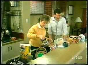 Daphne Lawrence, Des Clarke in Neighbours Episode 0164