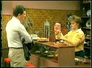 Des Clarke, Harry Henderson, Daphne Lawrence in Neighbours Episode 0164