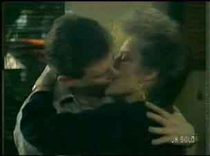 Des Clarke, Daphne Clarke in Neighbours Episode 0170