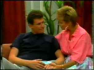 Des Clarke, Daphne Clarke in Neighbours Episode 0171