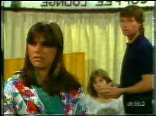 Zoe Davis, Mike Young in Neighbours Episode 0171