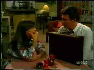 Zoe Davis, Des Clarke in Neighbours Episode 0173