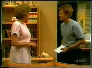Madge Mitchell, Clive Gibbons in Neighbours Episode 0173