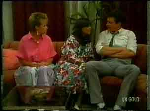 Daphne Lawrence, Zoe Davis, Des Clarke in Neighbours Episode 0173