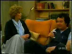 Madge Mitchell, Max Ramsay in Neighbours Episode 0173