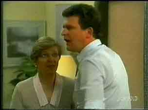Eileen Clarke, Des Clarke in Neighbours Episode 0173