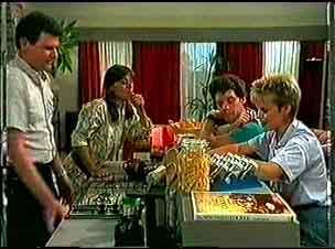 Des Clarke, Zoe Davis, Paul Robinson, Daphne Clarke in Neighbours Episode 0174