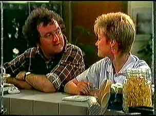 Max Ramsay, Daphne Clarke in Neighbours Episode 0174