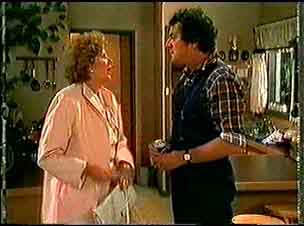 Madge Bishop, Max Ramsay in Neighbours Episode 0174
