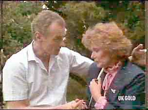 Jim Robinson, Madge Mitchell in Neighbours Episode 0175