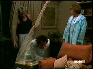 Shane Ramsay, Max Ramsay, Madge Mitchell in Neighbours Episode 0175
